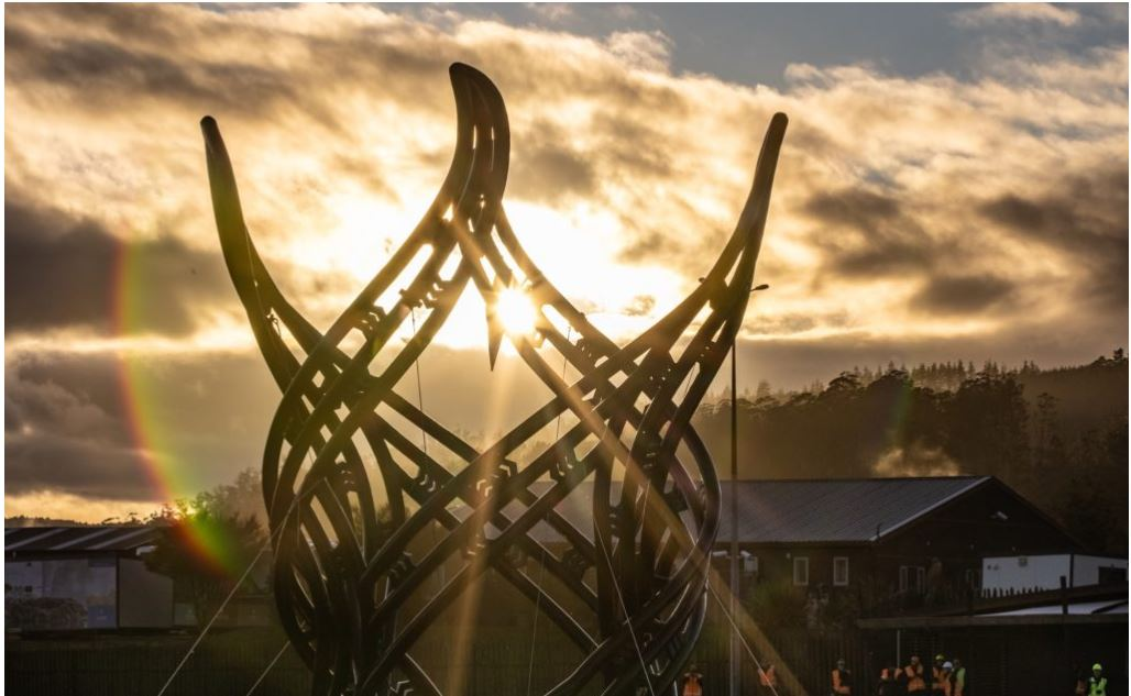 tac-pham-dieu-khac-in-3d-lon-nhat-duoc-lap-dat-o-new-zealand-de-ton-vinh-lich-su-nguoi-maori